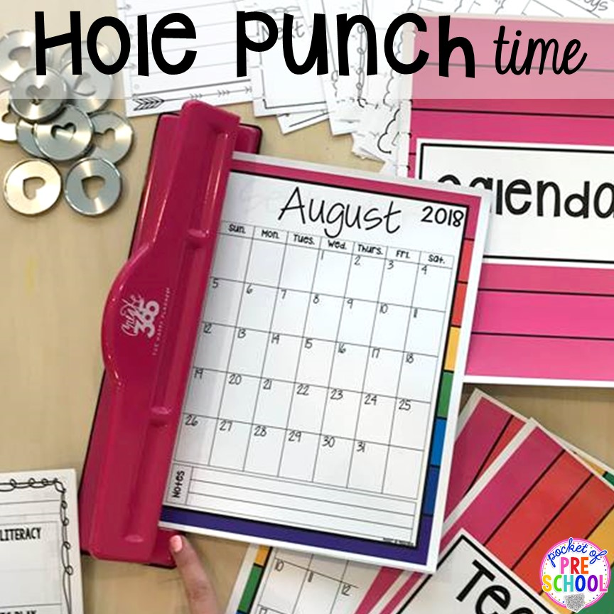 Teacher lesson plan binder (hole punches) for toddler, preschool, pre-k, and kindergarten teachers. Get organized! #teacherplanner #lessonplans #preschool #pre-k #backtoschool