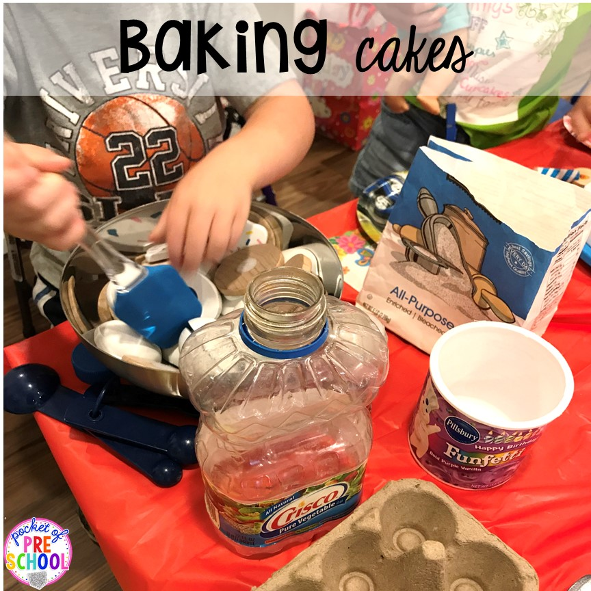 Making pretend cakes for a Birthday Party in dramatic play. Perfect for a preschool & pre-k classroom. #dramaticplay #preschool #pre-k #birthdaytheme