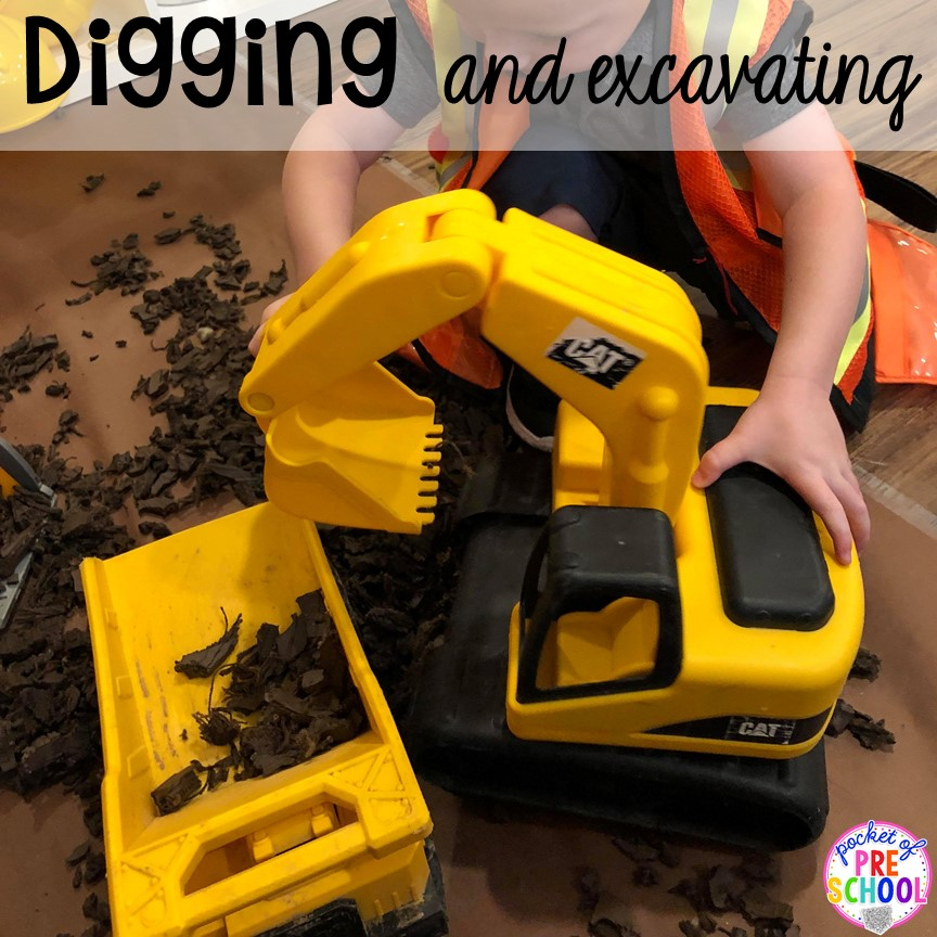 Digging with diggers in a Construction site dramatic play perfect for preschool, pre-k, and kindergarten. #constructiontheme #preschool #prek #dramaticplay