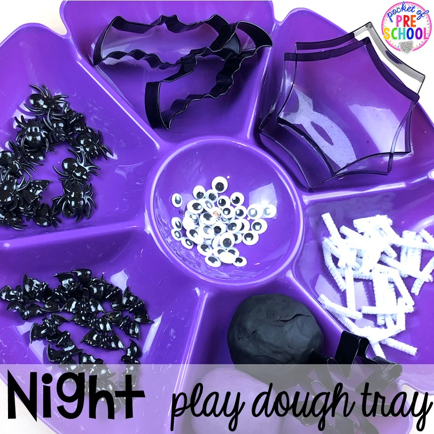 Night play dough tray or nocturnal animals playdough tray with bats and spiders! Perfect for a Nocturnal Animals theme in preschool, pre-k, or kindergarten. #preschool #prek #nocturnalanimalstheme #playdough