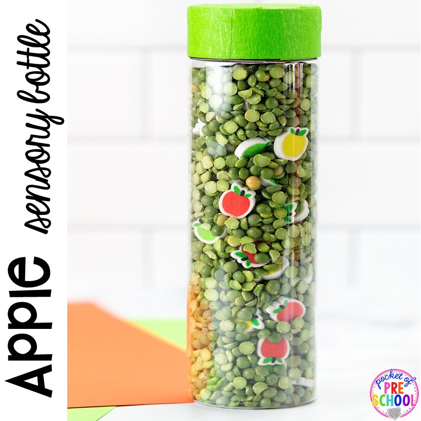 Apple sensory bottle for preschool, pr-k, and toddlers! Plus more easy to make sensory bottles for an apple, fall, leaf, pumpkin, or turkey theme. #sensorybottles #sensoryplay #falltheme #preschool #prek #toddler