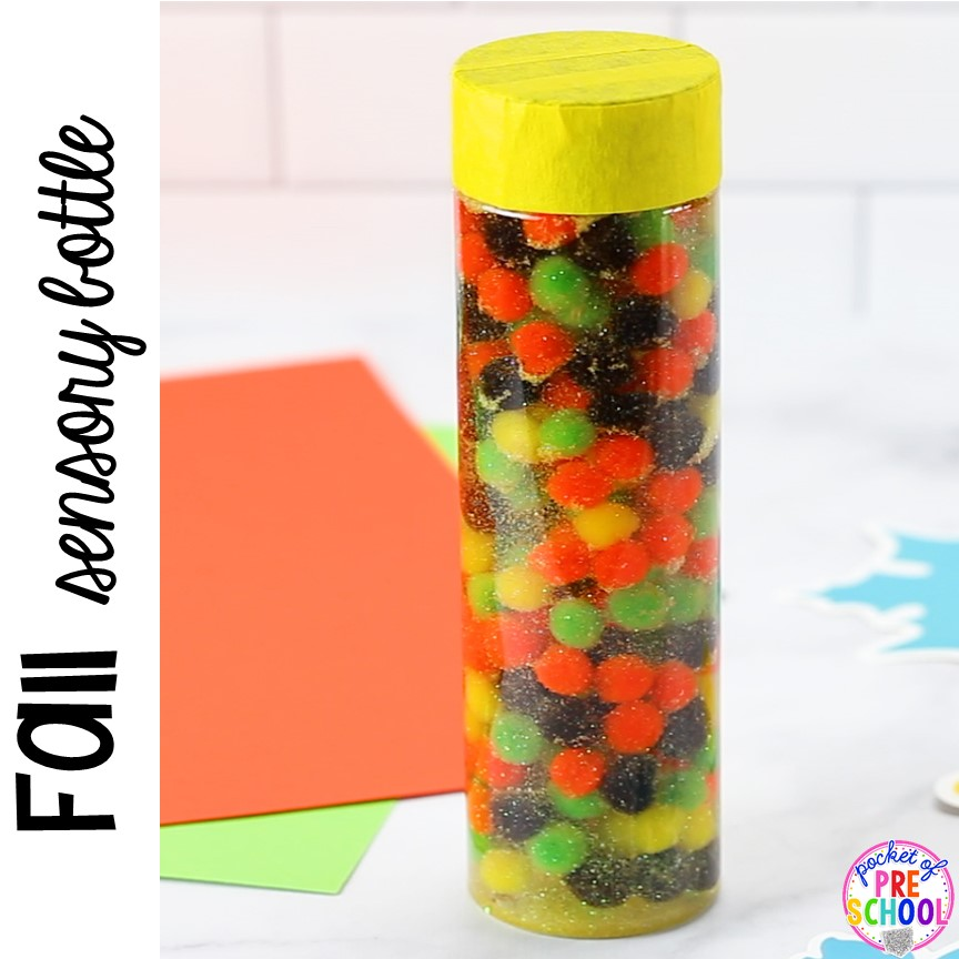 Fall sensory bottle for preschool, pr-k, and toddlers! Plus more easy to make sensory bottles for an apple, fall, leaf, pumpkin, or turkey theme. #sensorybottles #sensoryplay #falltheme #preschool #prek #toddler
