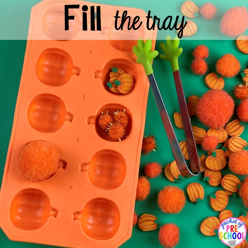 Pumpkin fine motor tray! Plus more fun tray activities to develop fine motor, literacy, and math skills your preschoolers, per-k, and toddler kiddos will LOVE! #preschool #preschoolmath #letteractivities #finemotor #sensory